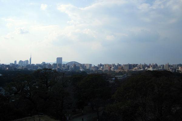 福岡タワーと福岡ドーム